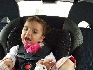 6/4/2008 - סיון בת שנתיים וחודשיים, באוטו שרה עם זהבה ו3 הדובים מתוך פים פם פה