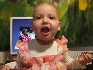 29/4/09 - סיון בבית שרה יומולדת שמח סיון, למרות שהתבקשה לשיר לכבוד דודה עירית בכלל...