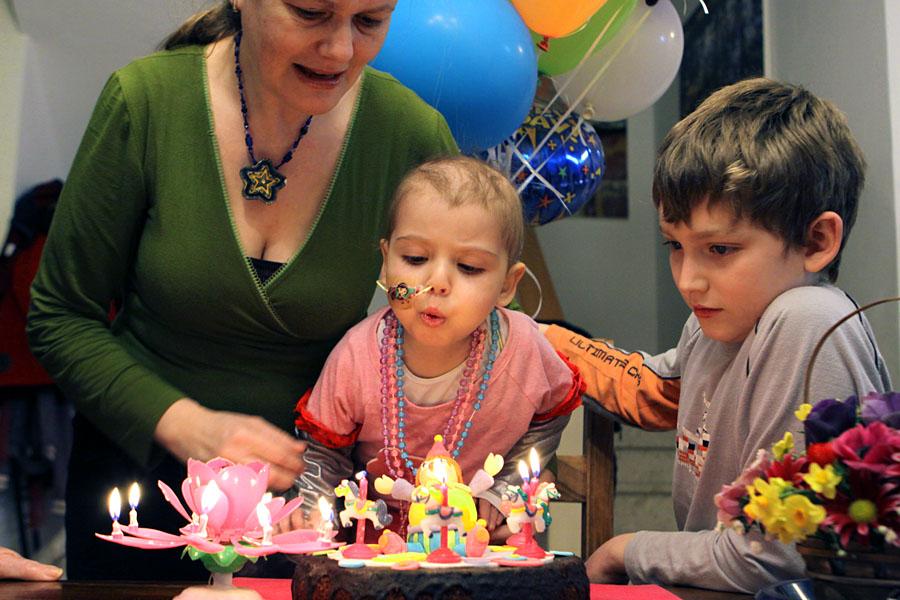 12/2/09: מזל טוב, יומולדת 3 לסיון היום