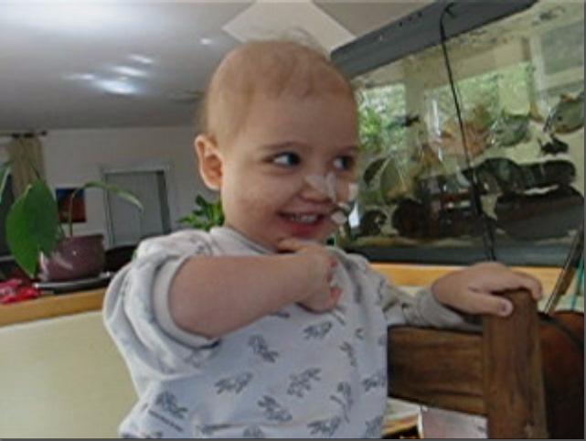 10/3/2009: סיון בת שלוש, בבית, שרה